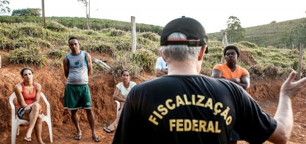 Machado, MG, 14/07/15 - DanWatch - Ministry of Labour team makes assessment on farm that kept workers in inhumane conditions. Photo: Lilo Clareto/DanWatch